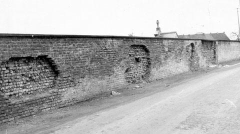 Mur du cimetière..Chemin de la Paix