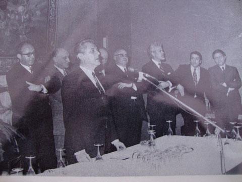 """Photo tirée du cahier """"Nivelles qui rit,Nivelles qui vit""""..Le Ministre Falise inaugure la Foire commerciale 1973"""