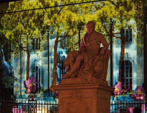 Alexander von Humboldt vor dem HU-Hauptgebäude, Unter den Linden