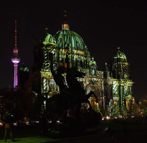 Alex, Berliner Dom, im Vordergrund Statue Löwenkämpfer, 19.10.14