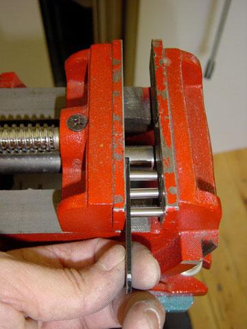 Jetzt können die Magnetstifte eingepresst werden.