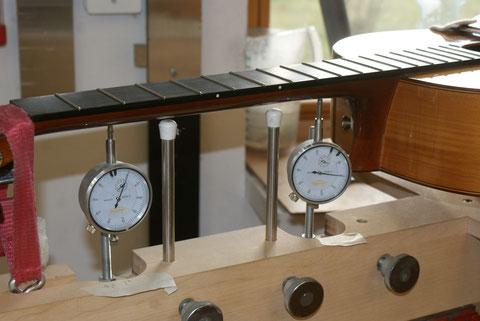 Saten weg und die Neck Jigg Parameter so einstellen, dass alle Uhren wieder auf null bzw. minus zwei für die Neckkrümmung stehen.