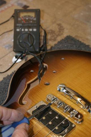 Nun wird das Instrument bespannt ...