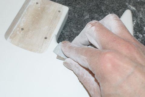 Die Ränder müssen sauber und gleichmäßig rund geschliffen sein. Ist dies nicht der Fall, wird es nachher eckig aussehen.