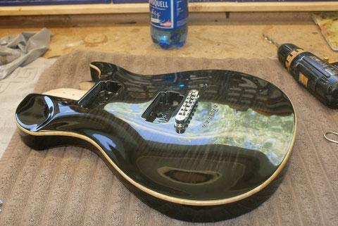 Abschließend beginne ich mit dem kompklettieren des Instrumentes.