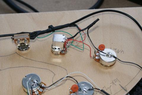 Stück um Stück setzt sich die Elektrik zusammen.