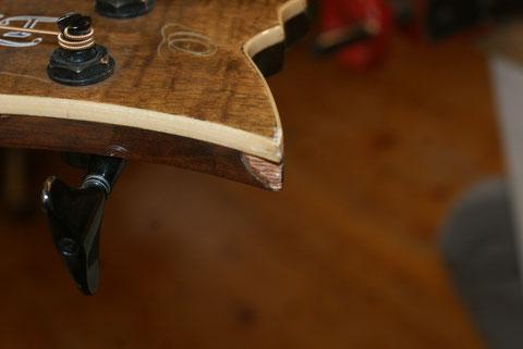 ... aber auch die abgesplitterten Holzteile mussten erneuert werden.