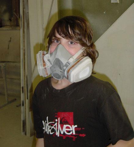 Jetzt wird mit Masken gearbeitet, da der UPE Lack nicht gerade gesundheitsfördernd ist.