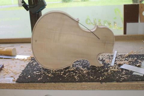 Selbstverständlich erhält das Instrument auch ein Violinbinding.