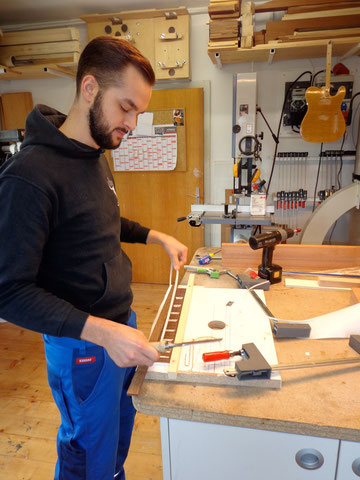 Den 2. Workshoptag beginnen wir mit dem Binding für das Griffbrett.
