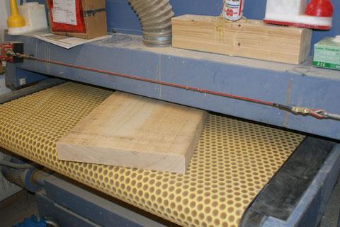 Um das Material nicht zu schädigen, wird mit einer Breitband gearbeitet.