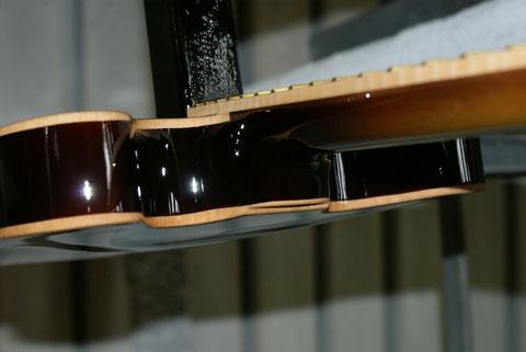 Das Holzbinding ist ein schönes Detail an dieser Ukulele.