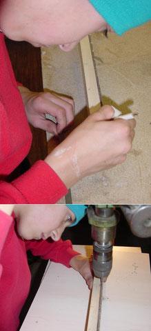 Die Bundstäb werden mit dem Bohrständer in die Schlitze eingepresst.
