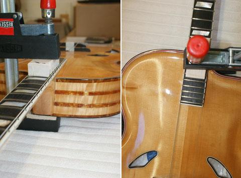 Um den Winkel und die Saitenführung optimal zu haben, werden die beiden E-Saiten als Indikator verwendet.