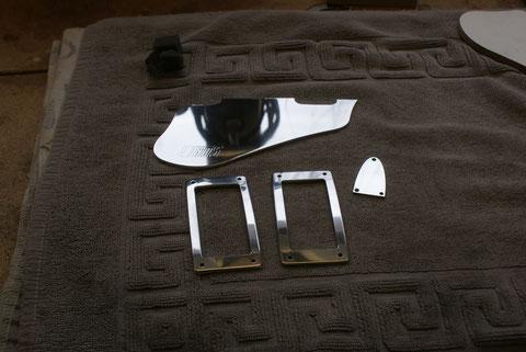 Natürlich auch die Teile für die Tonabnehmer und das Schlagbrett wurden angefertigt. Die sind aus Alu.