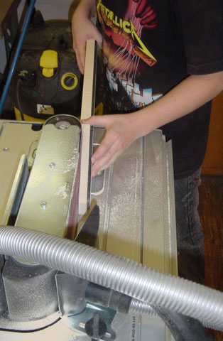 Die Rundung und Fläche wird dann am Bandschleifer gemacht.