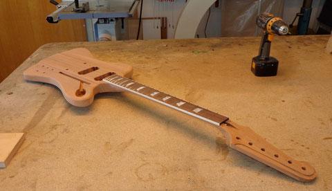 Der nächste Schritt wird das Isolieren des Holzes sein und dann wird mit den Lackierarbeiten begonnen. Diese Arbeit übernehme ich für Dominik.