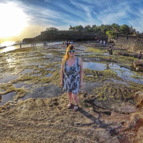 Auf den Felsen vor dem Wassertempel Pura Tanah Lot