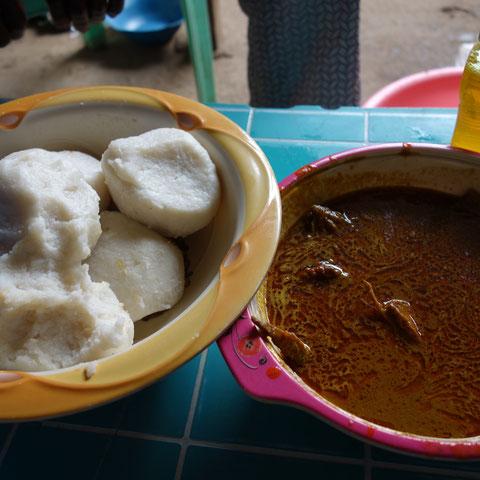 Reis mit Soße & Hähnchen (in Togo)