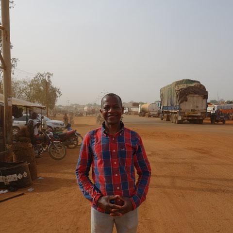 Ibrahim an der Grenze zwischen Togo und Burkina Faso