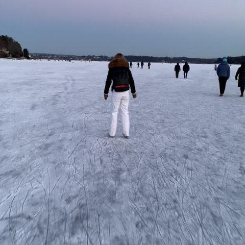 Franka beim Schlittschuhlaufen