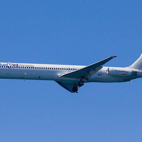 Die MD-80 YR-HBH im Anflug auf Heraklion/Courtesy: Peter van Maaren