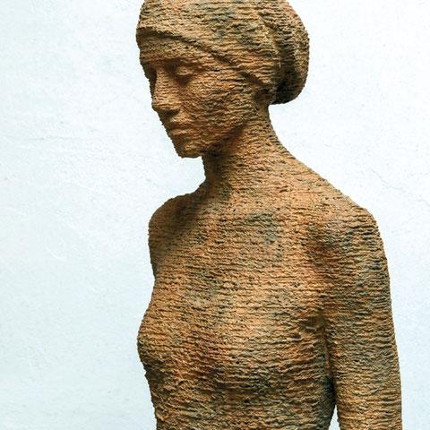 """bruno walpoth, """"giuana"""" edition,  2018, 67 x 42 x 25 cm, bronze – erlas galerie"""