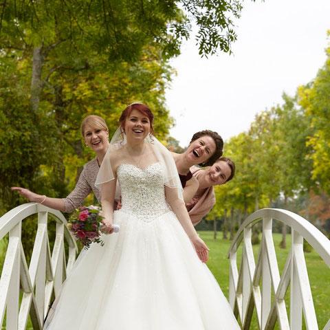 Braut mit Jungfern
