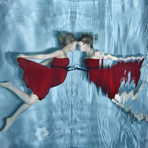 Zauberhafte Unterwasserfotos mit Babybauch