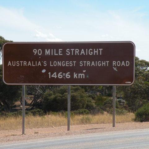 Auf dieser Strecke gibt es viele bis zu 64 m lange Lastwagen und natürlich Polizisten, welche die Geschwindigkeit messen!!!