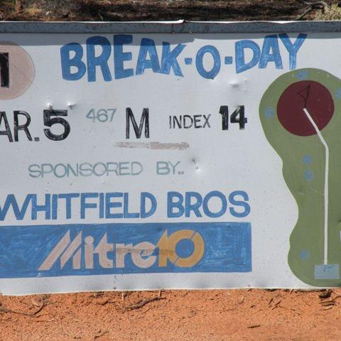 Auf dem längsten Golfplatz der Welt. 1'365 km. In der Nullarbor Wüste.