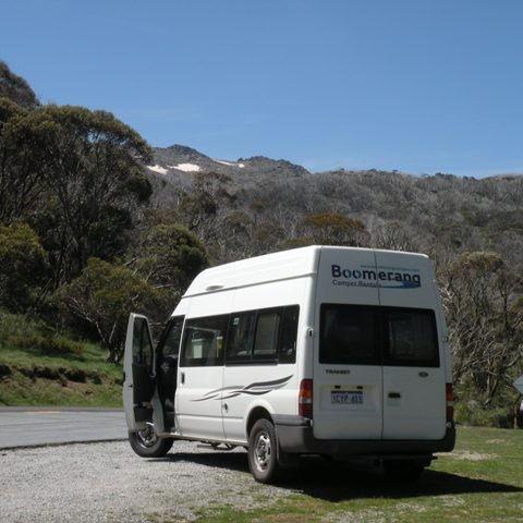 Auf dem höchsten Pass in Australien 1582m ü M, im Hintergrund Schnee