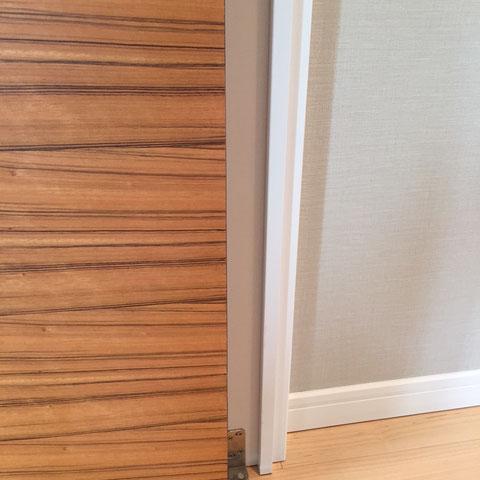 扉と枠のキズ「補修後」