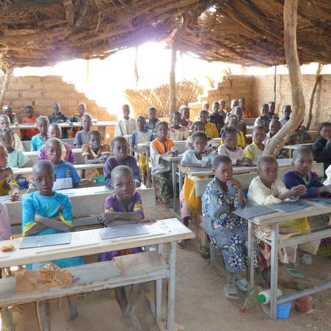 La classe CP2 d'Ali Bologo à Zitoessin (décembre 2010).