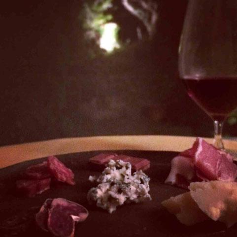 ワインとシャルキュトリ、チーズ、チョコレートで食後の愉悦