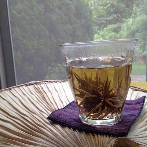 北京みやげの工芸茶ジャスミンの香りでリラックス。好きな本を読みながらユルユルがたまらない