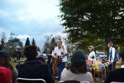 スロウ村の仲間たちで演奏する「ひのき屋」