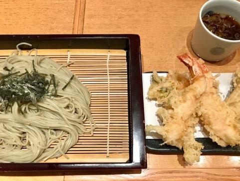 ※長岡駅ビルCoCoLoの越後長岡小嶋屋の「へぎそば」。「へぎそば」とはつなぎに布海苔(ふのり)という海藻を使ったそばをヘギといわれる器に盛りつけた切り蕎麦。(ウイキペディアより)