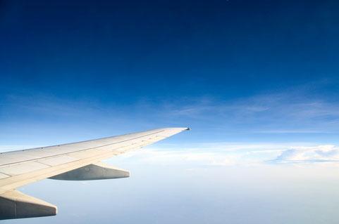 Die Flugzeit von Dubai nach Deutschland beträgt bei einem Direktflug etwa 7 Stunden