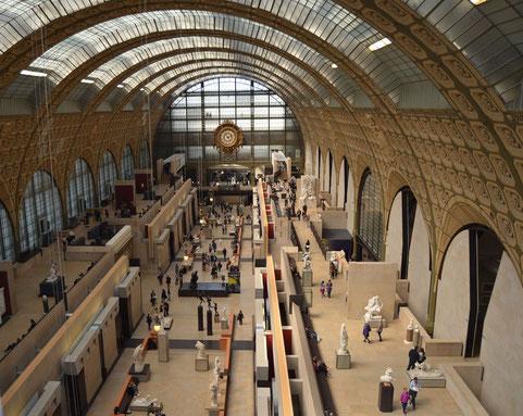 Autre vue du hall prise depuis le niveau 5. La verrière est celle de l'ancienne gare