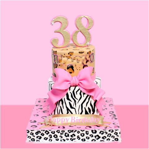 アニマル柄2段ケーキ🎀 #アニマル #ヒョウ柄 #ゼブラ柄 #ケーキ #エムケーキ #2段ケーキ #38 #animal #leopard #zebra #cake #birthdaycake #ハデハデ #派手 #japanbased #japanesemade