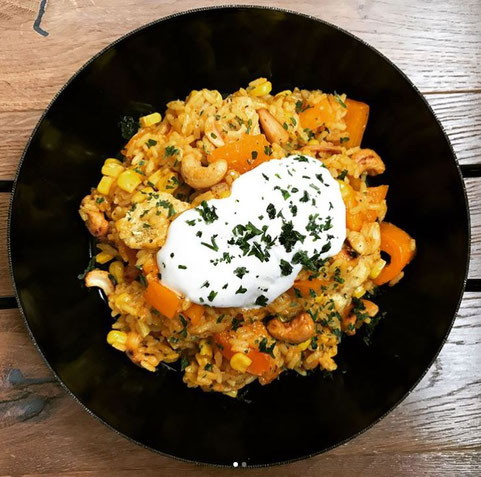Protein Eiweiß Reispfanne Hähnchen Cashews Paprika Mais Rezept Hauptspeise