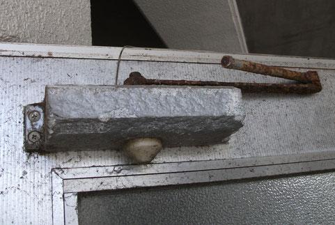 ドアクローザー 修理