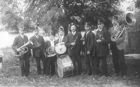 Ein Foto aus den 30er Jahren: v.l.n.r. Johann Fahrnberger, Franz Hell, Hofbauer, Hofbauer, Söllner, Leopold Mader, Hofbauer sen., Johann Hofbauer