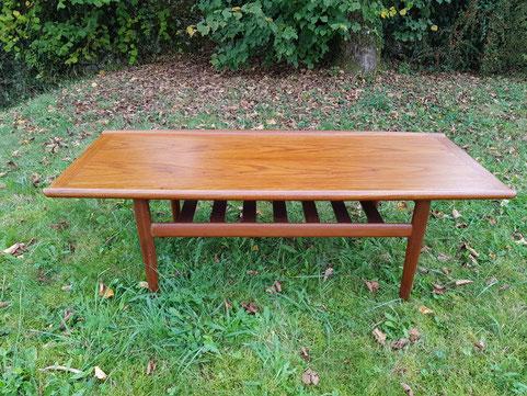 Grete Jalk table basse en teck vers 1970 longueur 130 cm franceandson