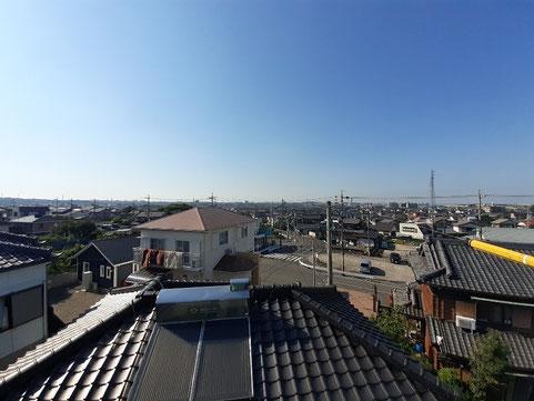 屋根の上から青空