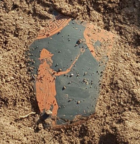 "Le fragment du vase Attique ""in situ"". Credit: Parc Archeologique de Paestum"