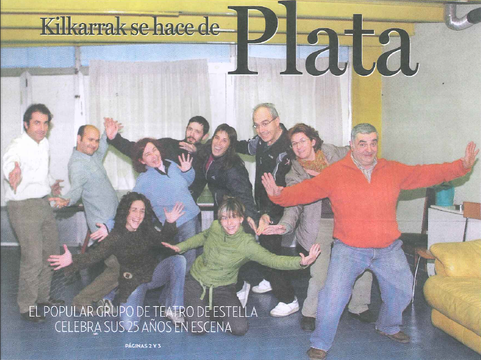 Los actores de Kilkarrak posan divertidos durante un ensayo de su nueva obra realizado esta semana. (Foto: Elena Urabayen)