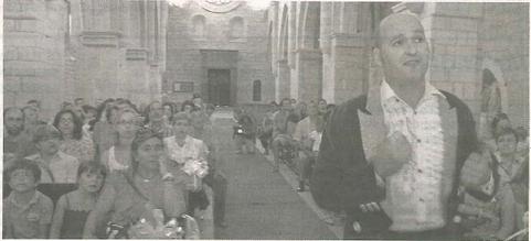 Pablo Lisarri introduce a los espectadores en el momento de la exclaustración del monasterio. (Foto: Montxo A.G.)