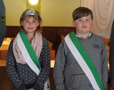 Lena Olschner aus Gümse und Wilhelm Russ aus Damnatz sind die Kinderschützen-Könige 2019
